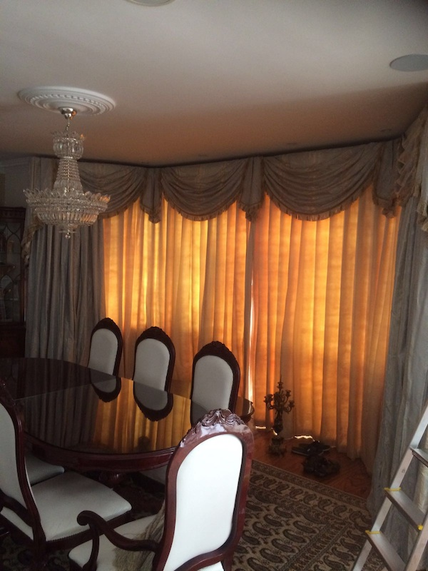 A very classic and traditional look was required at this property in Chaney Walk. Lovely swags and tails were provided alongside the curtains to complete the look.