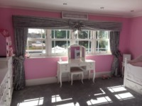 Pelmet & Curtains With Bows